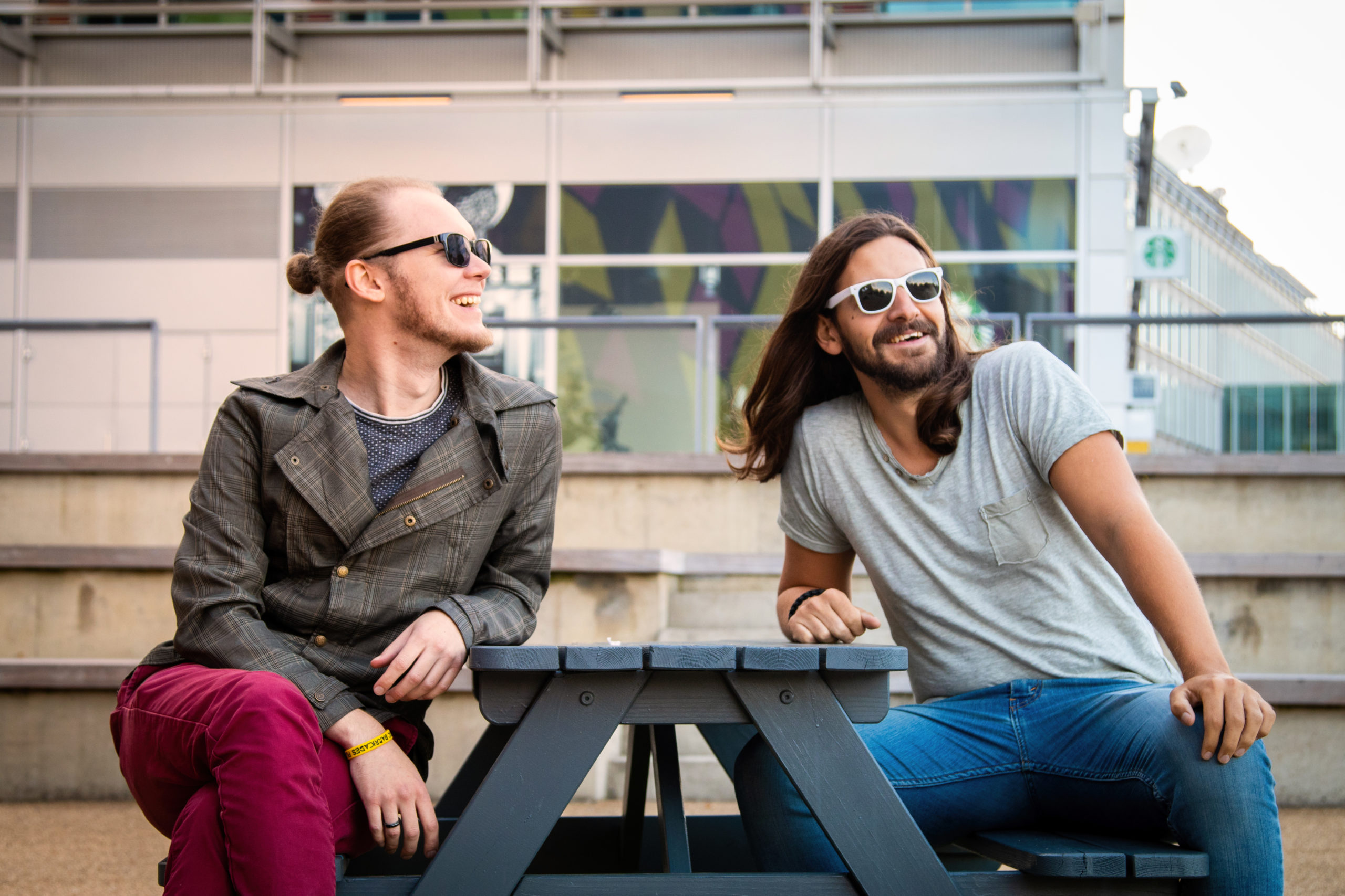 THE GHOST GENERATION X PLASTIC BARRICADES/INTERVIEW